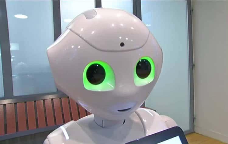le robot pepper dans les gares sncf