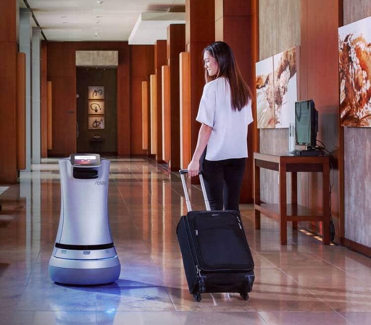botlr et relay sont des robots serveur ou livreur