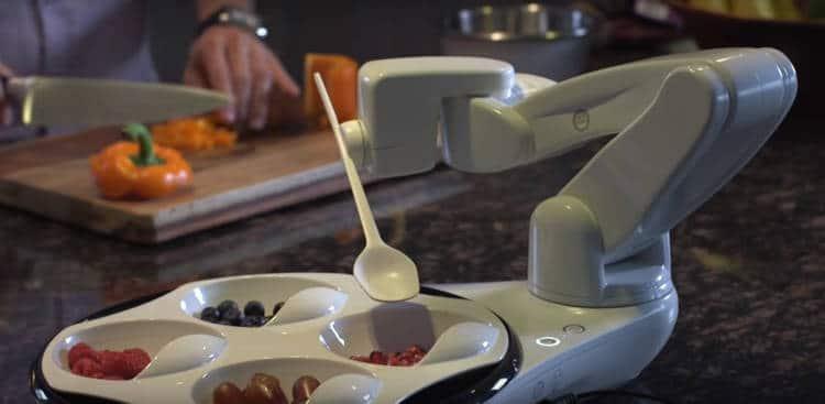 Obi est un robot design et fluide dans ses mouvements