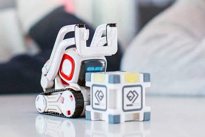 COZMO, un robot de compagnie qui tient dans la main