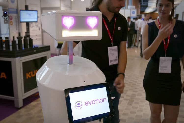 des robots services pour le r-tourisme