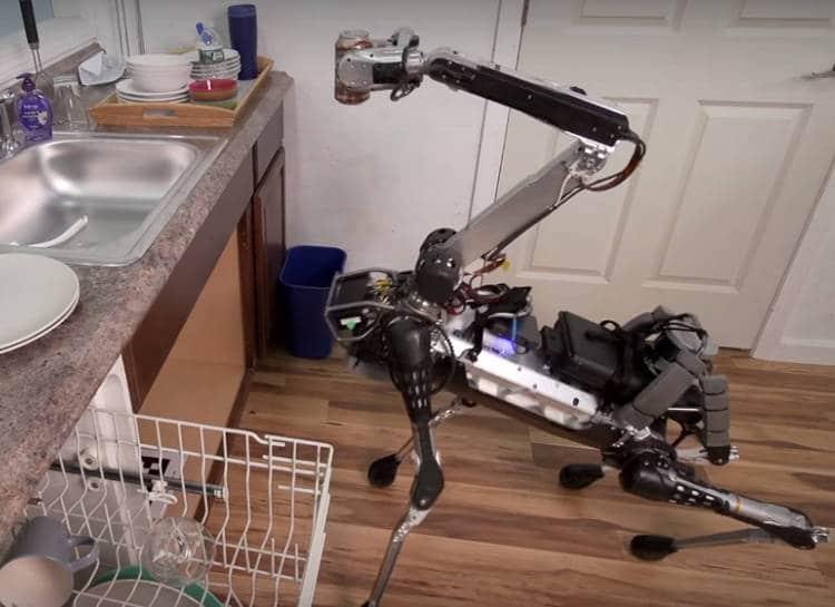SpotMini: le robot chien qui fait le ménage et la vaisselle par Boston Dynamics