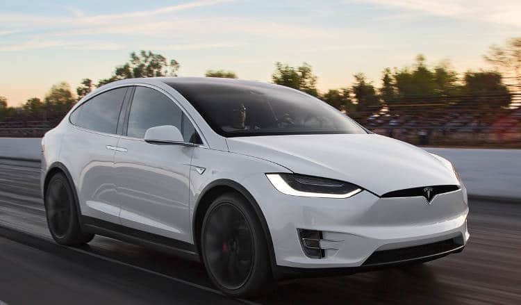 la tesla model x enfin en vente en france et elle d m nage. Black Bedroom Furniture Sets. Home Design Ideas
