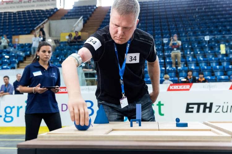 Concourir au cybathlon avec son exosquelette: un sport pour Homme bionique