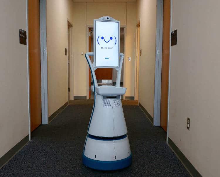 Quel robot de compagnie choisir pour un senior? robot de compagnie sam luvozo