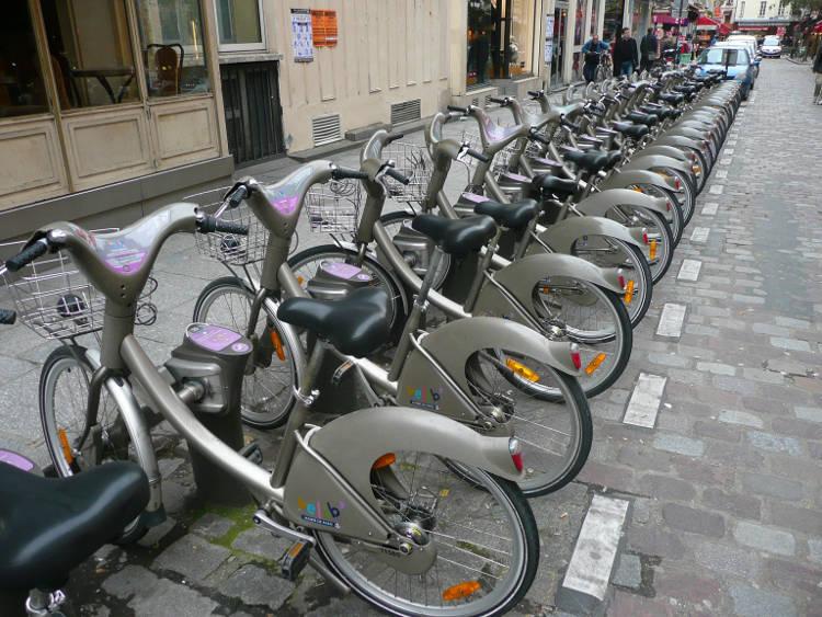 Contrairement aux vélos autonomes, les vélib nécessitent des infrastructures importantes