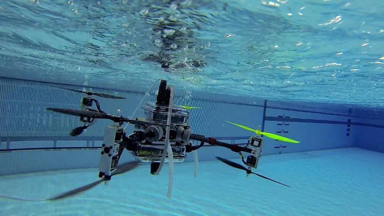 Drone des airs et drone des mers
