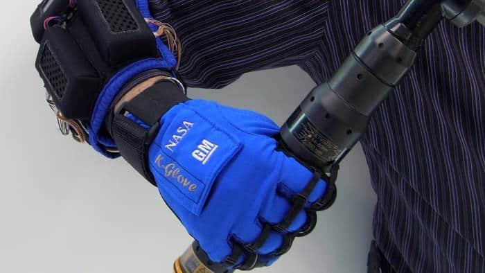 L'exosquelette qui injecte de la force dans la main