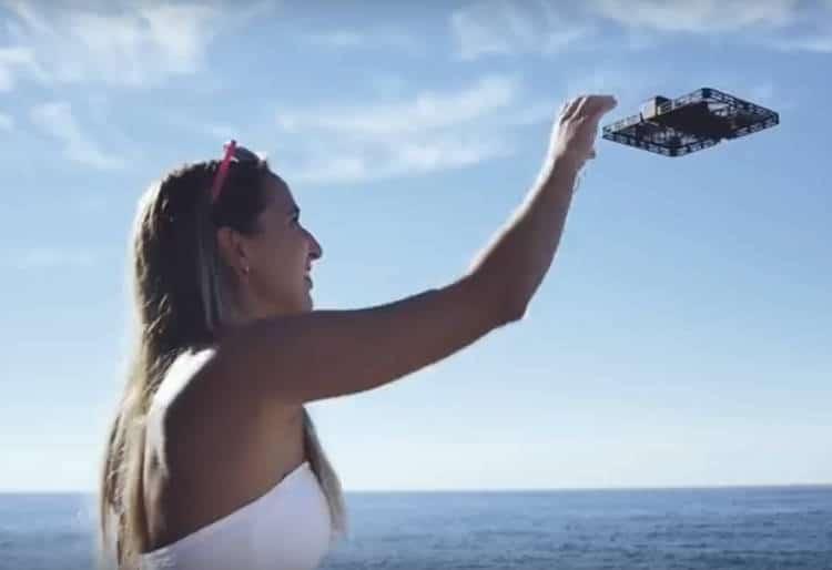 drone selfie Hover Camera Passport Un mini drone plat comme un livre ou une tablette