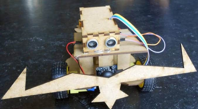 izimakers des robots en carton, à créer et programmer soi-même