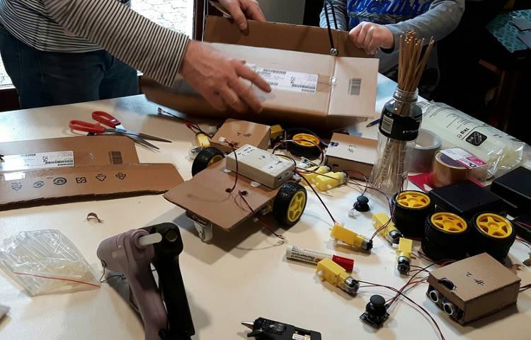 Les ateliers créatifs pour les familles de Makers ont le vent en poupe à Grenoble !