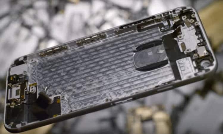 Le robot Liam est doté de 29 bras pour démanteler un téléphone Apple