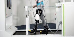 L'exosquelette de Toyota redonne la marche aux personnes handicapées