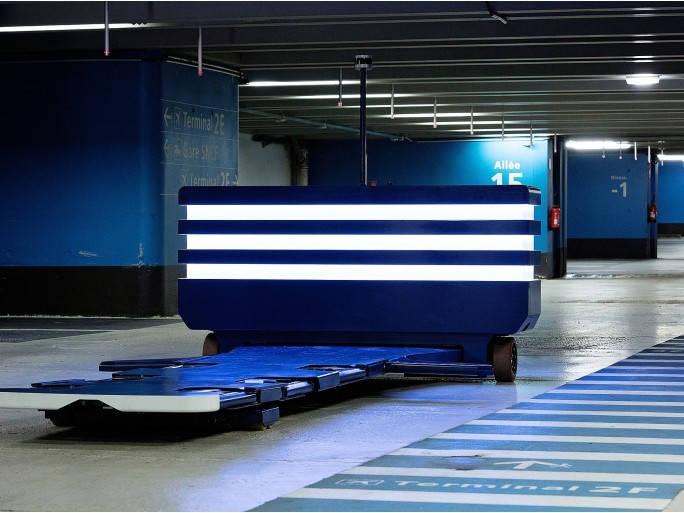 Un robot voiturier vient chercher votre voiture et la gare à votre place