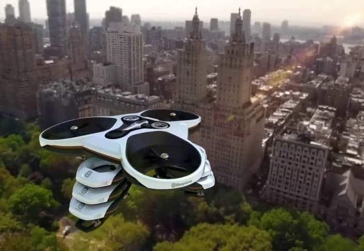 Une tondeuse-robot munie d'un drone et d'une solution Cloud