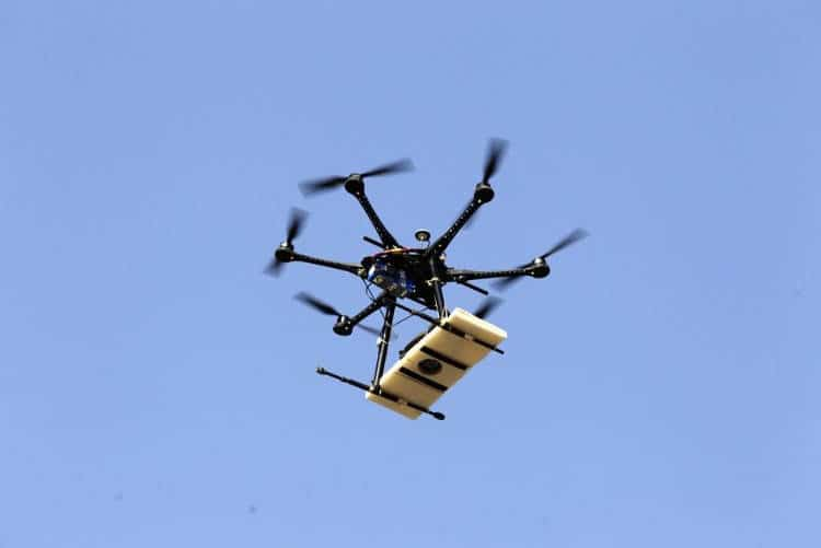 Google lance ses tests de livraison par drone et talonne Amazon