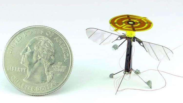 Des mini-drones se collent au plafond grâce à l'électricité statique