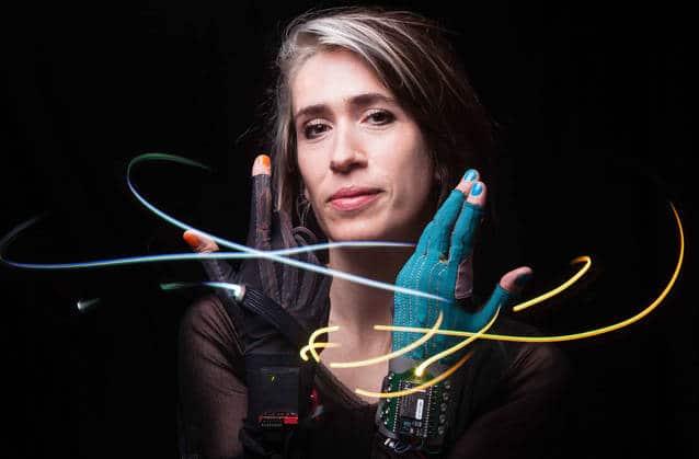 Noël high-tech 2016: des gants connectés pour jouer de la musique dans les airs