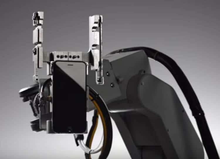 Le robot Liam: 29 bras pour démanteler un iPhone en 5 minutes top chrono