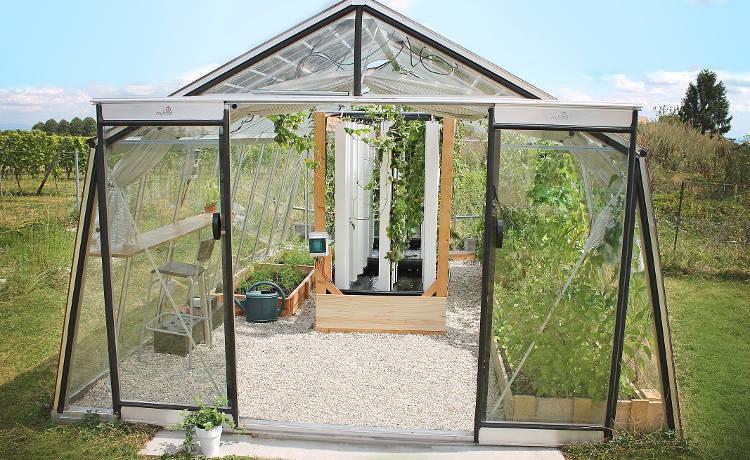 400 kg de fruits et légumes par an avec une mini serre connectée? Et si vous vous mettiez à jardiner ?