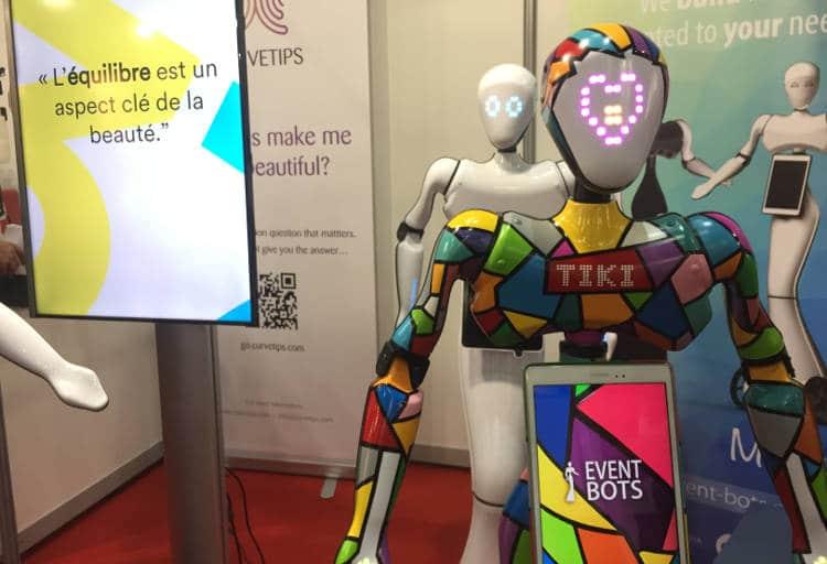 Vu au salon Innorobo 2017: un robot d'accueil élégant aux formes féminines